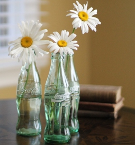 coke-bottles-with-daisies